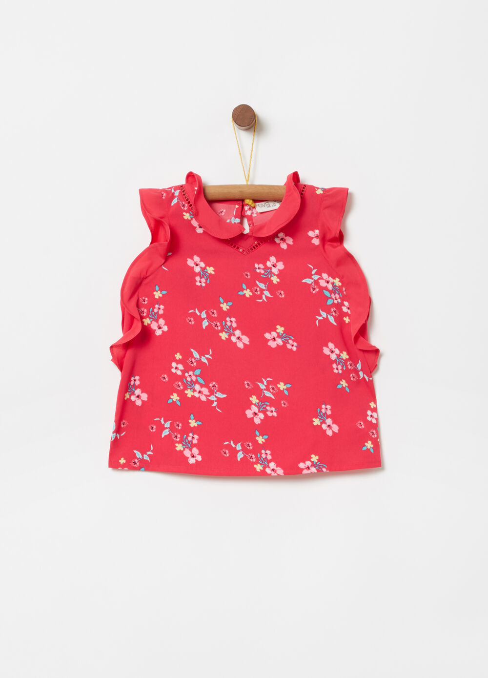 Sleeveless crêpe shirt with floral embroidery