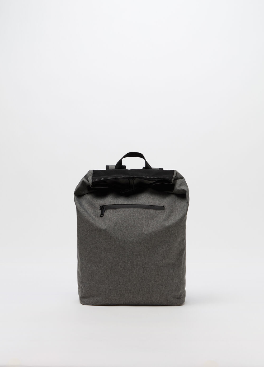 Backpack with adjustable shoulder straps and pocket