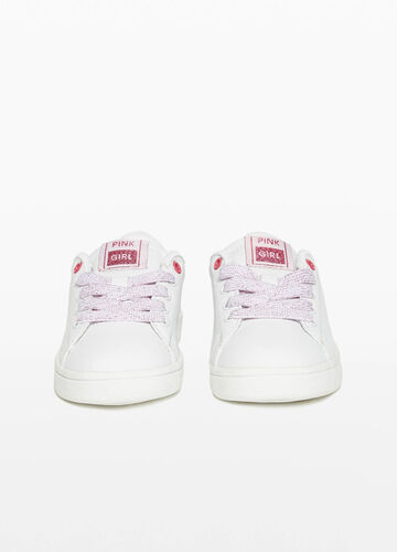 Sneakers with glossy back