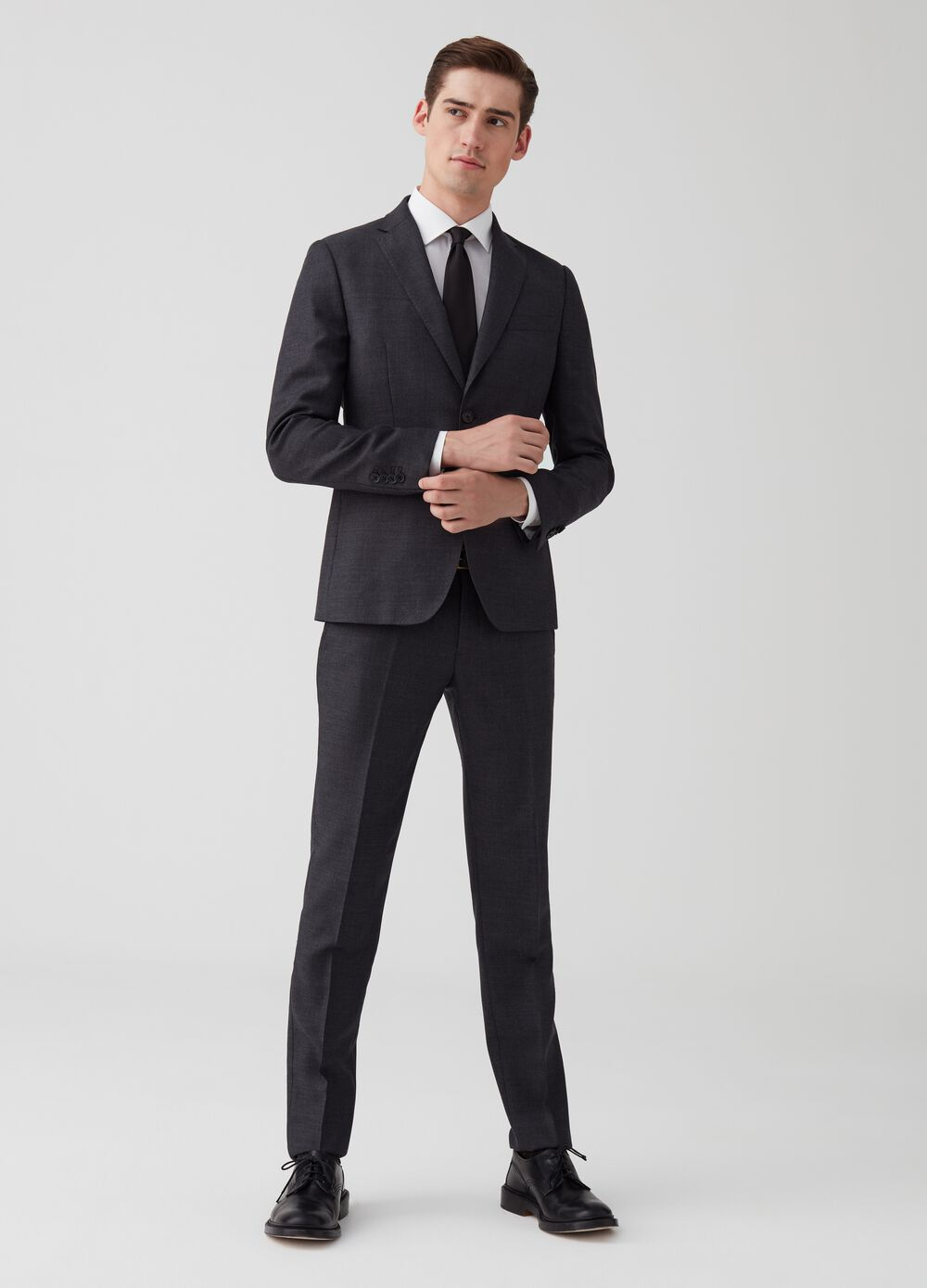 Slim-fit wool suit with jacket and trousers