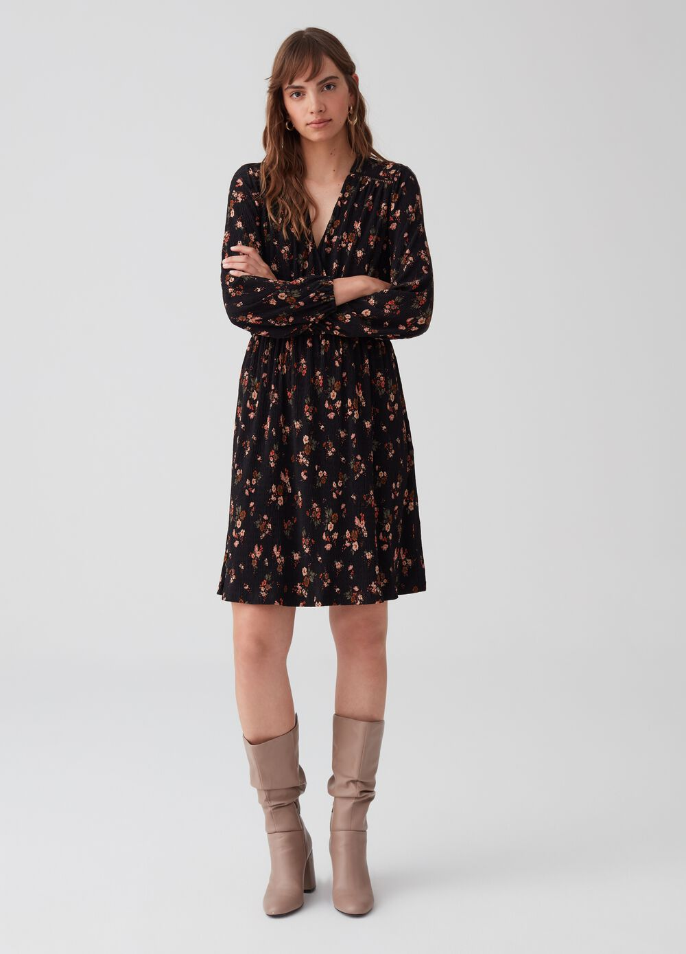 V-neck dress with floral pattern