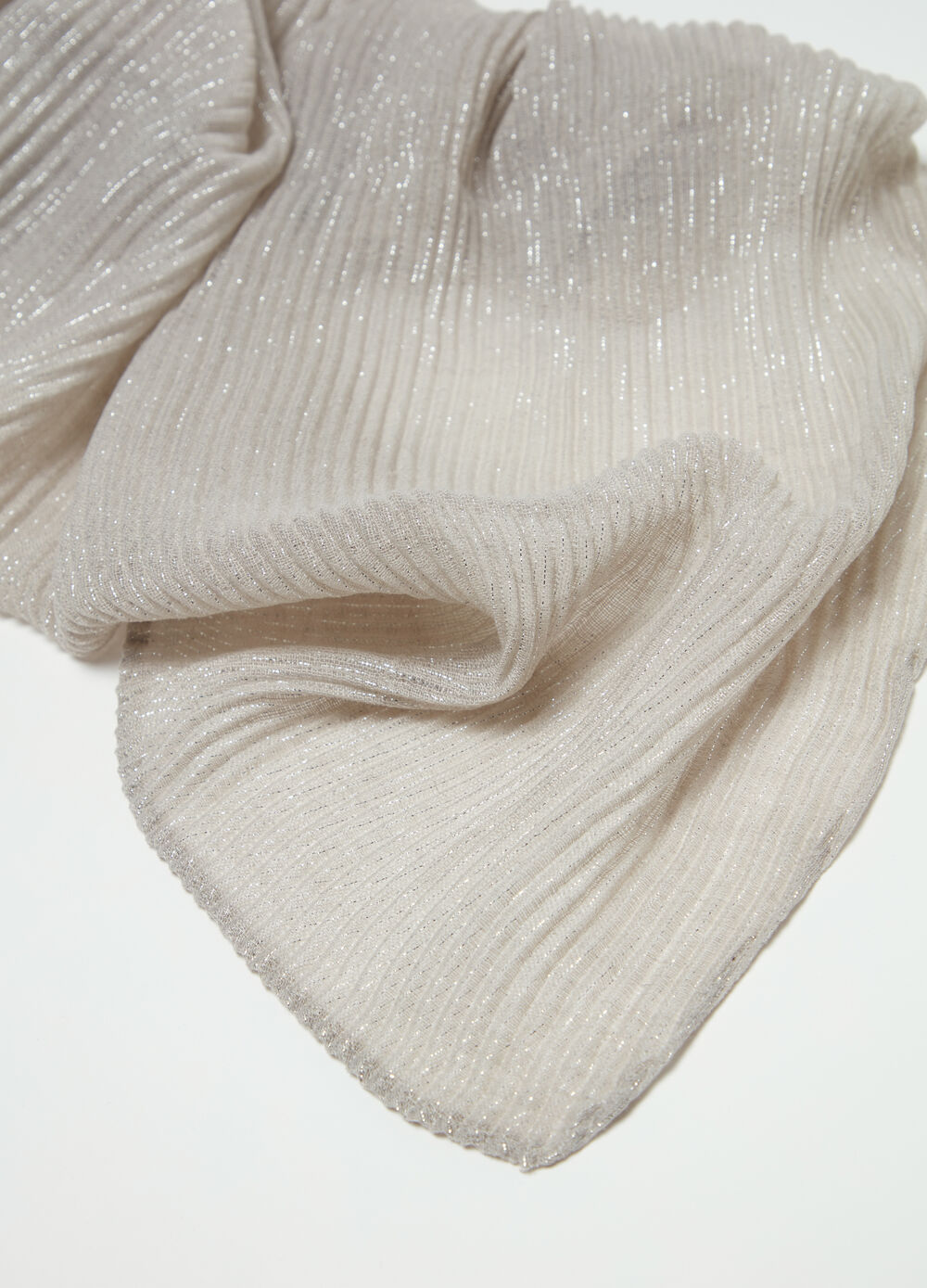Pleated stole with lurex