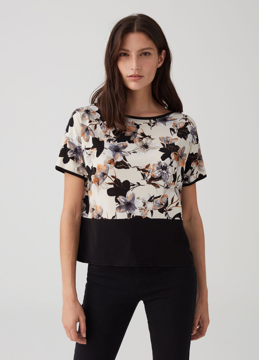 Short-sleeved top with floral pattern