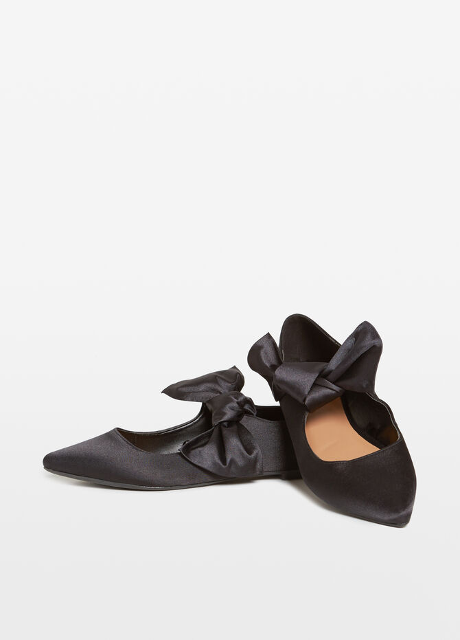 Pointed ballerina flats with ribbon