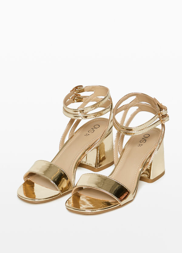 Sandals with shiny strap on the upper