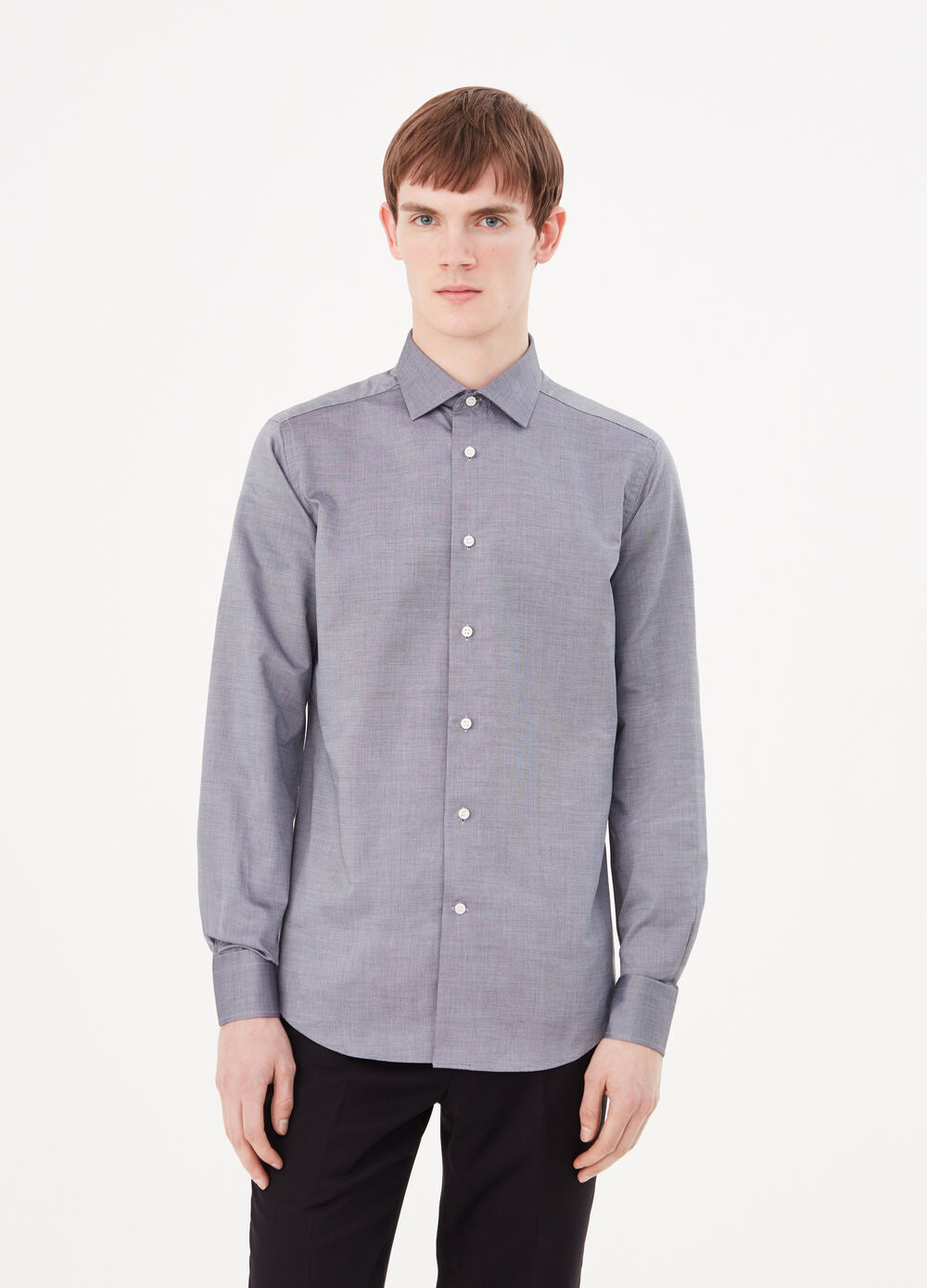 Slim-fit shirt with semi cut-away collar
