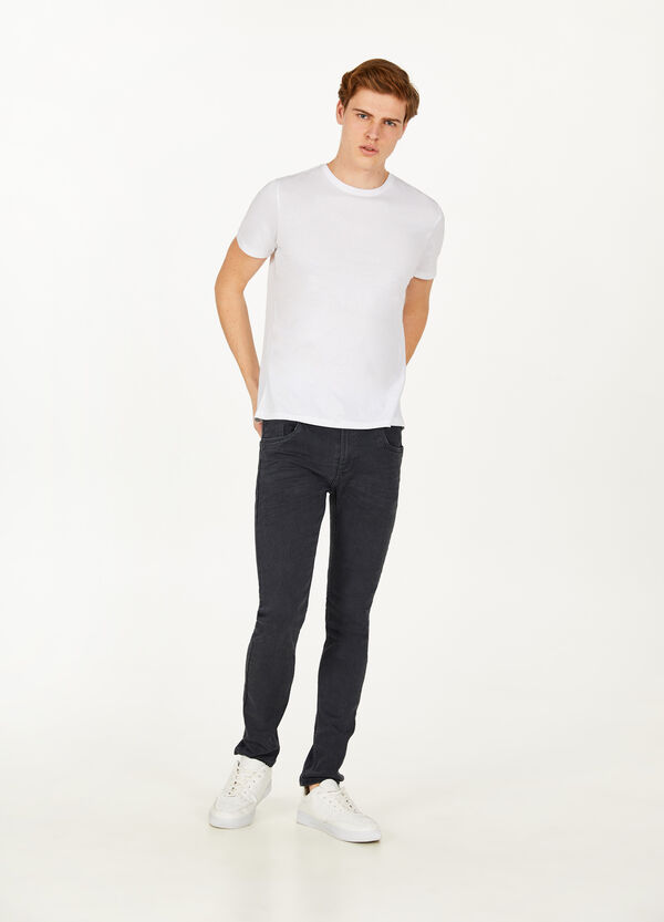 Solid colour stretch jeans