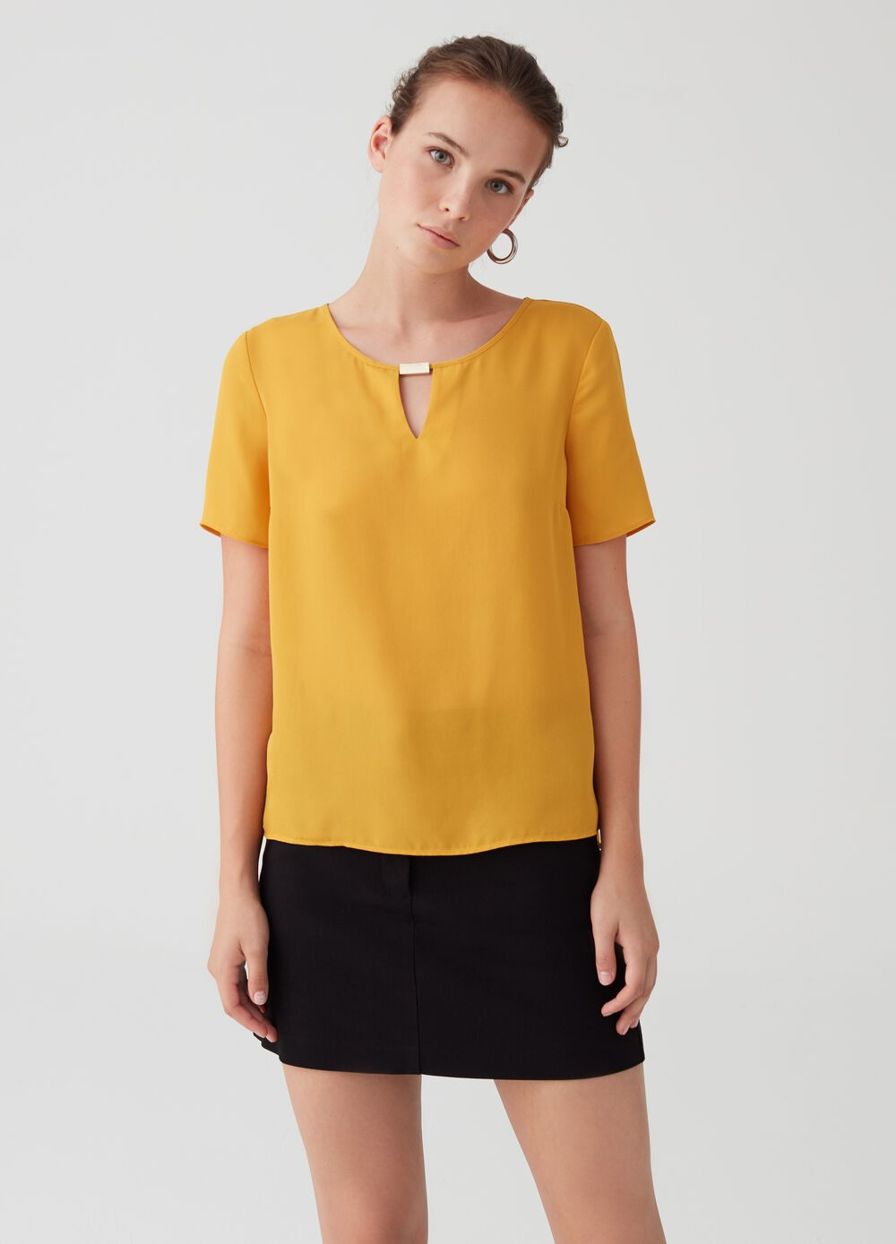 Blouse with short sleeves and metal details