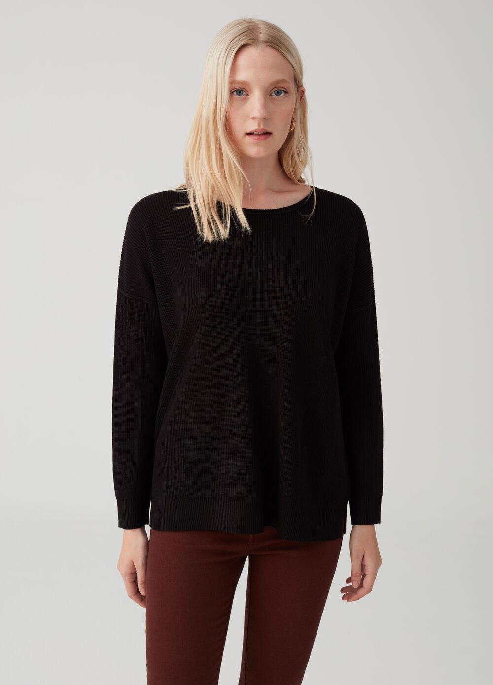 Knitted pullover with sleeves and drop shoulder