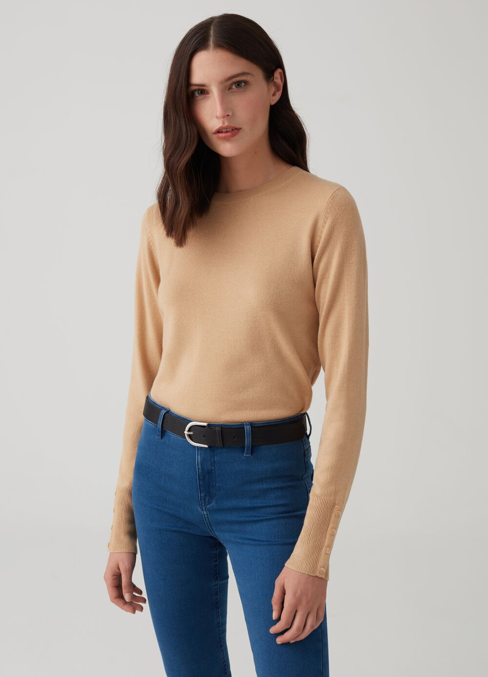 Knitted pullover with buttons on the cuffs