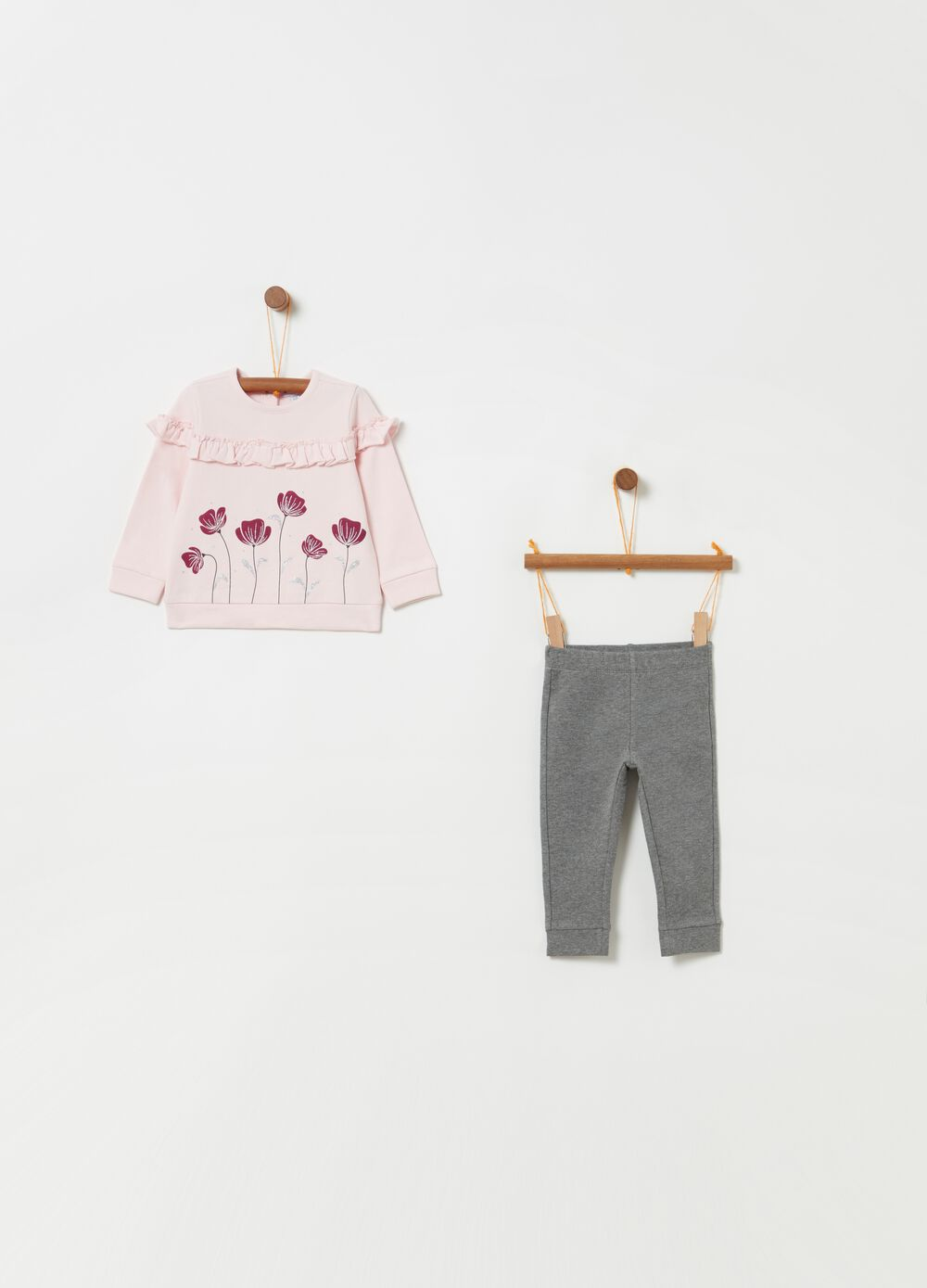T-shirt and trousers jogging set with print