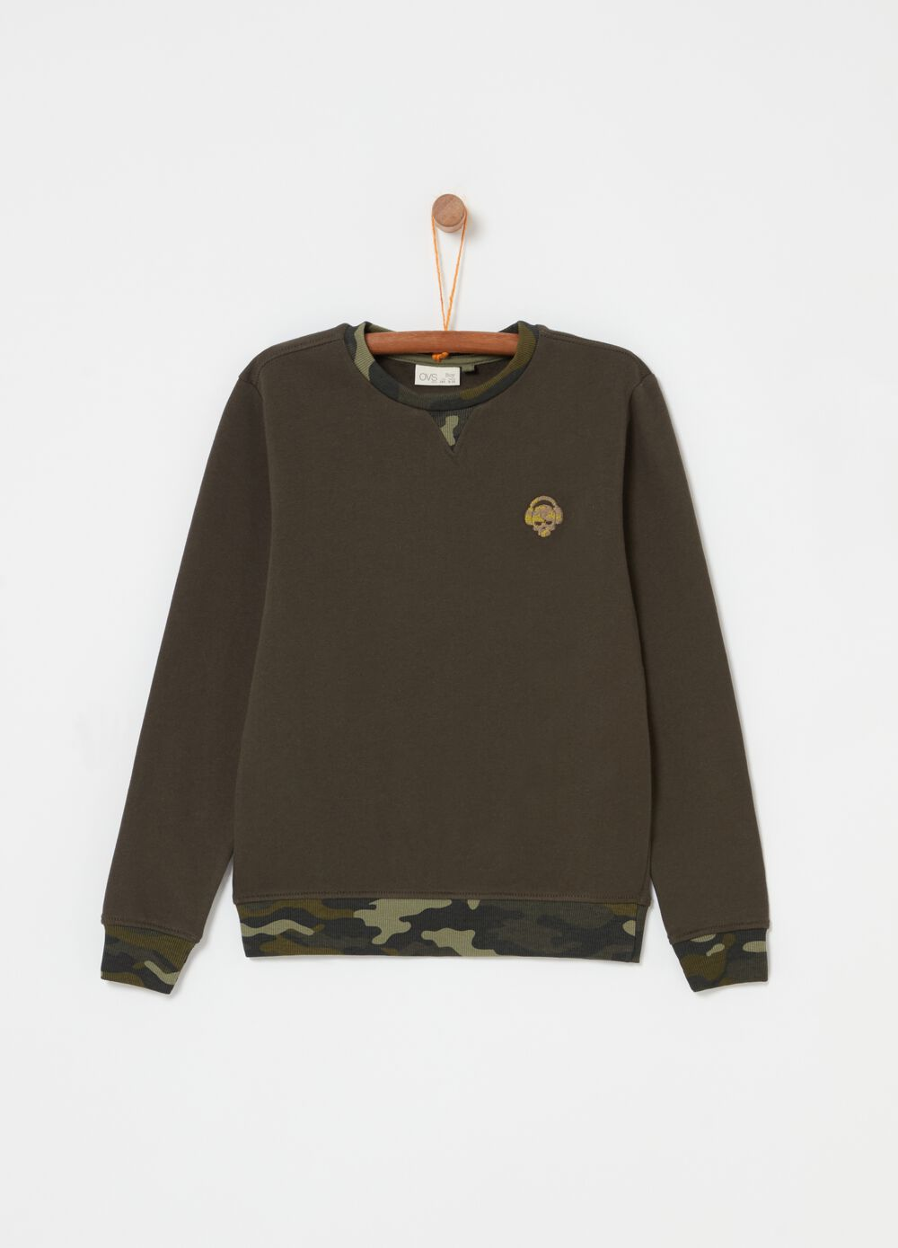 Sweatshirt with crew neck and camouflage print