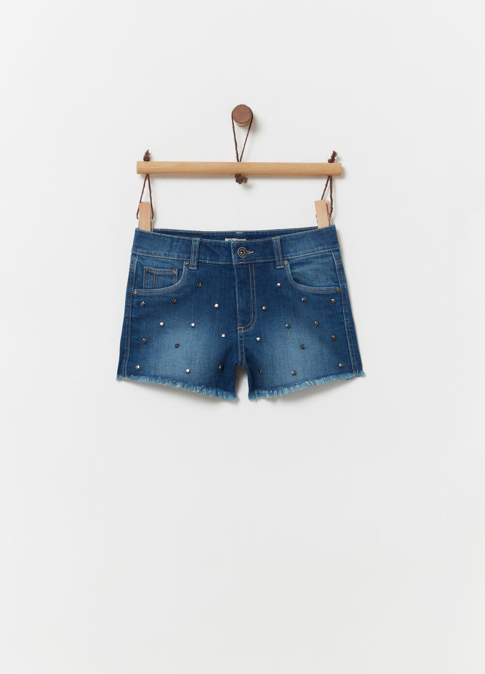 Shorts in denim con rivetti a stella