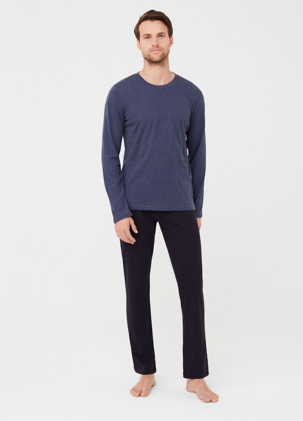 Pyjama top with round neck and trousers