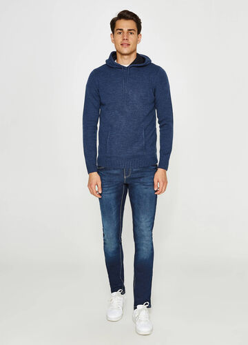 Pullover with hood and pocket