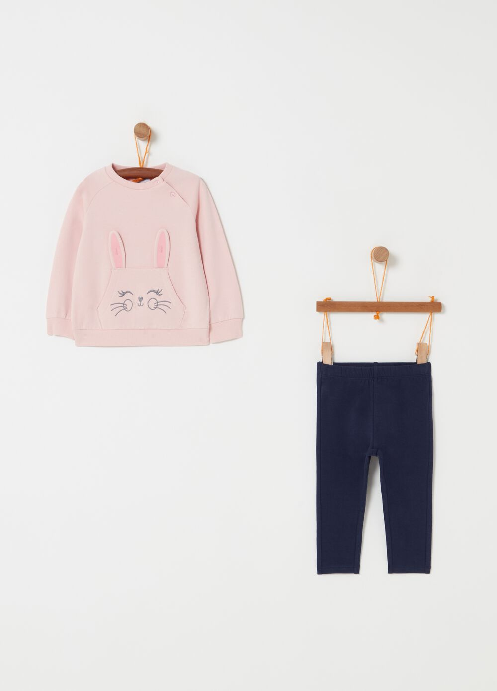 Jogging set with sweatshirt and trousers with rabbit