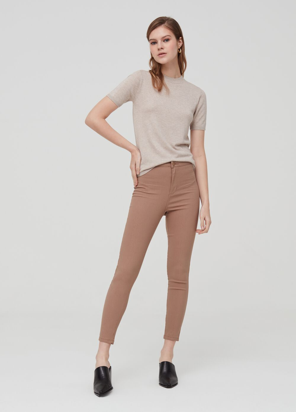 High-waisted trousers with pockets