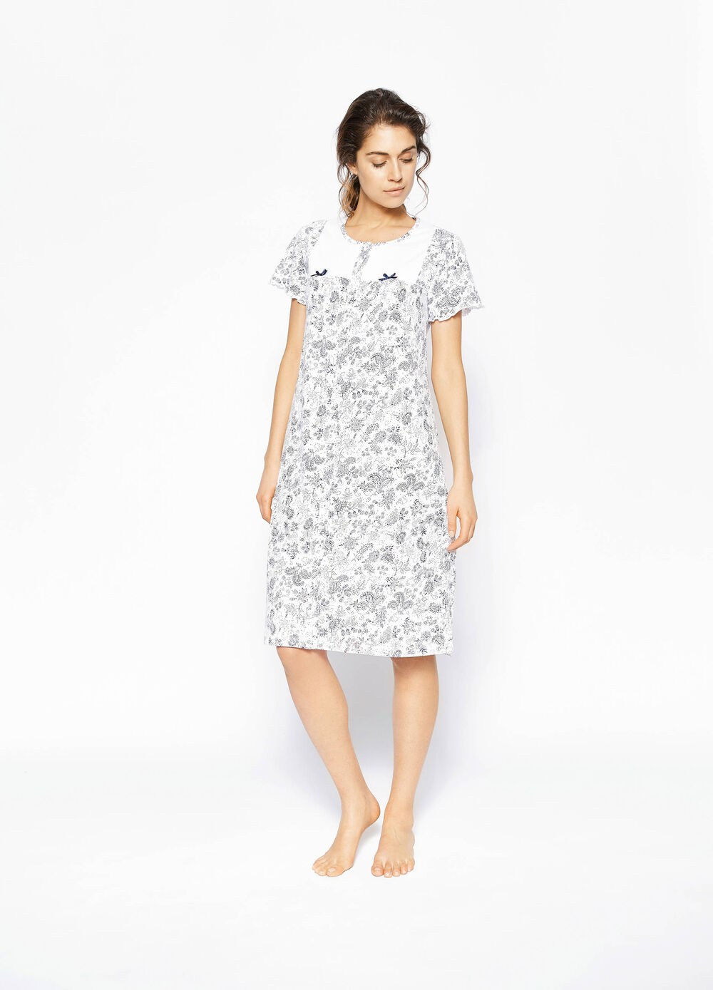 Short-sleeved nightshirt