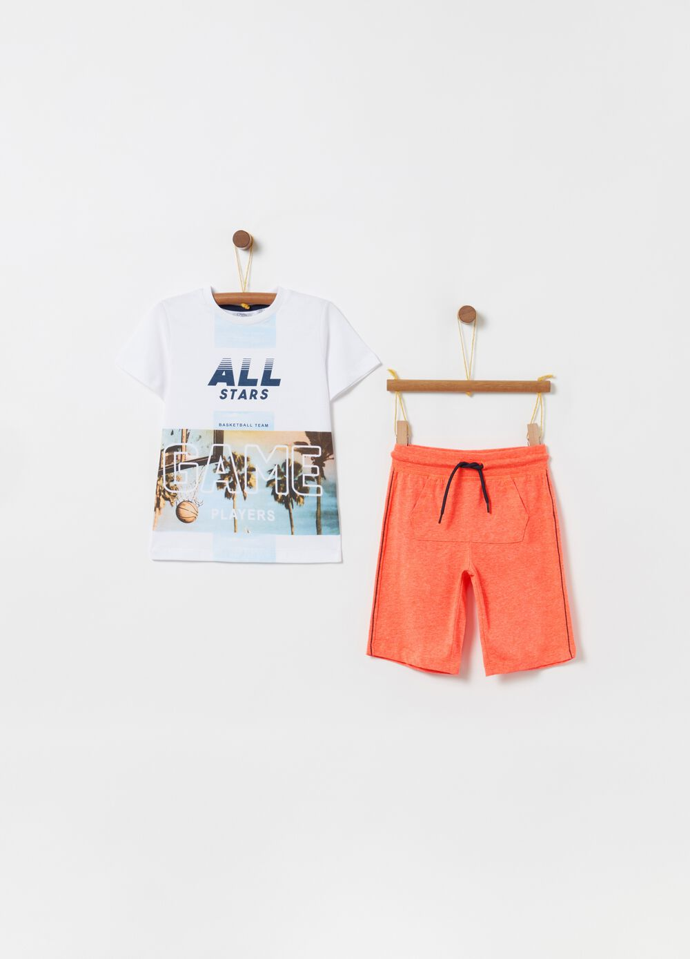 Pack jogging camiseta shorts estampado palmeras