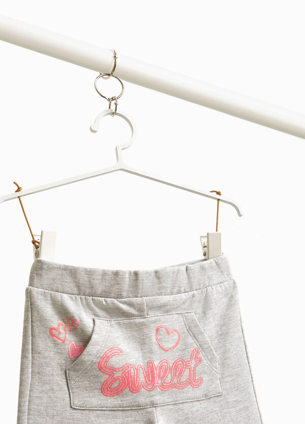 Trousers with pouch pocket and lettering