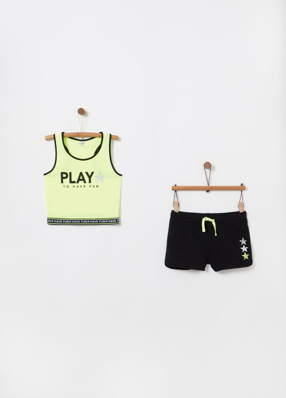 Top and shorts jogging set with contrasting edging