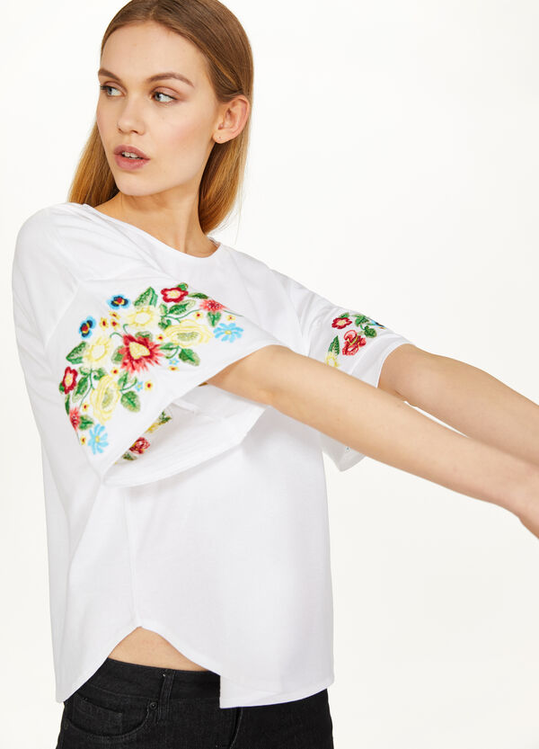 100% cotton T-shirt with floral embroidery