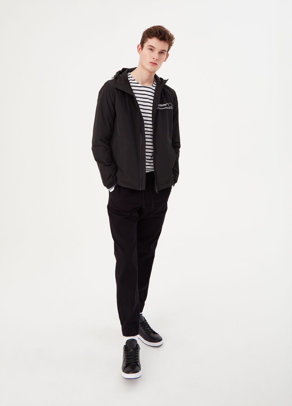Solid colour jacket with lettering print