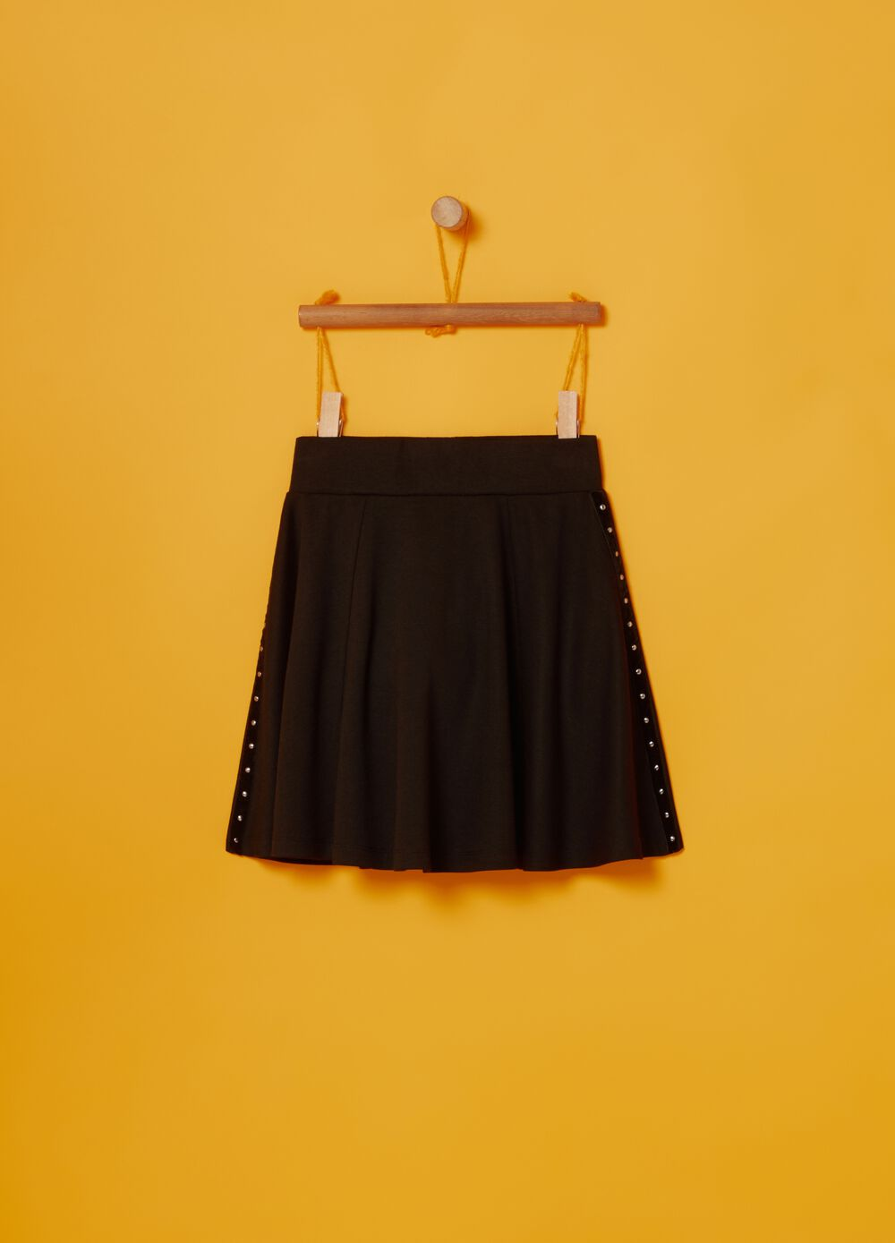 Pleated skirt with small studs