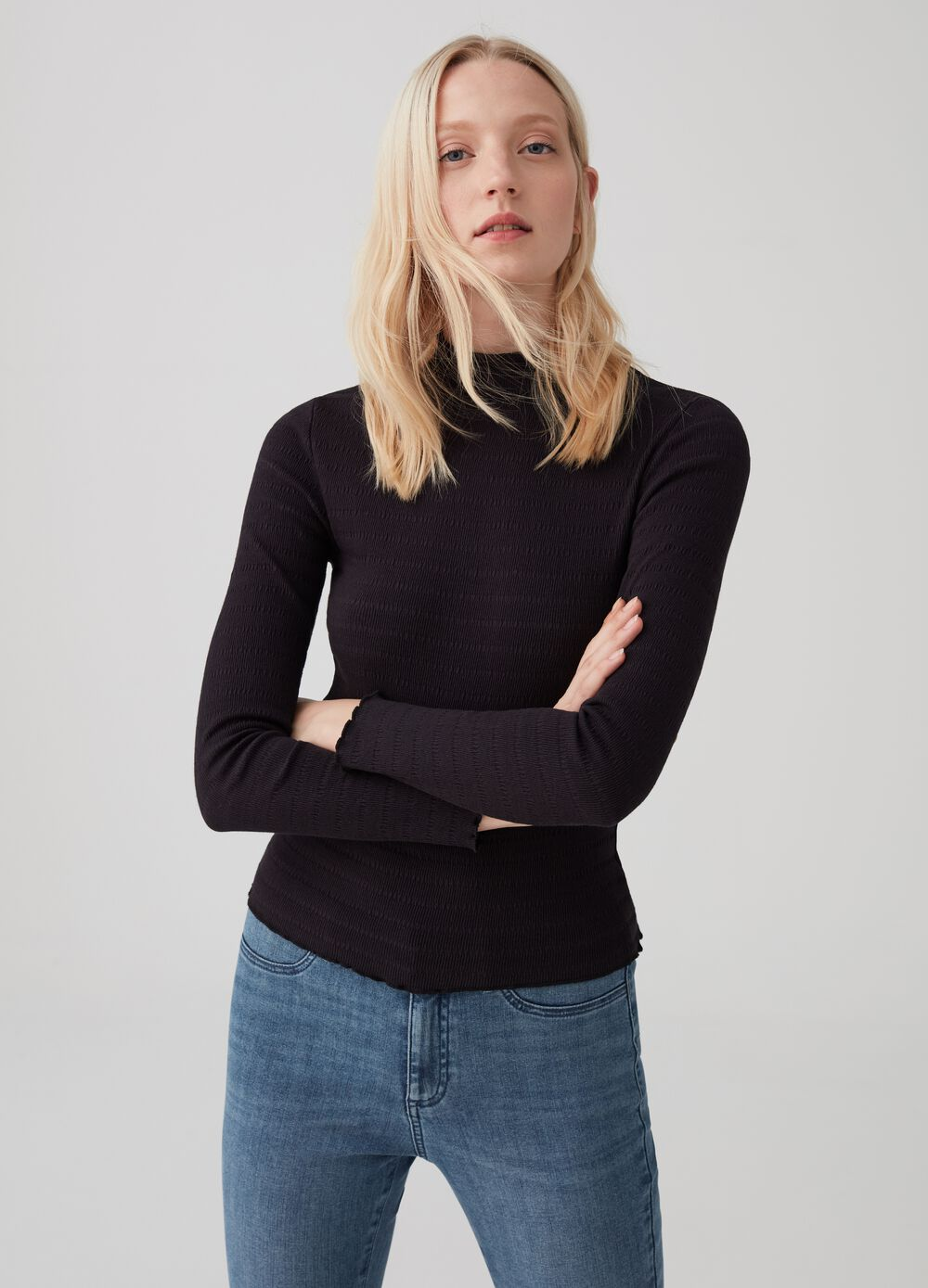 T-shirt with geometric weave and ribbing