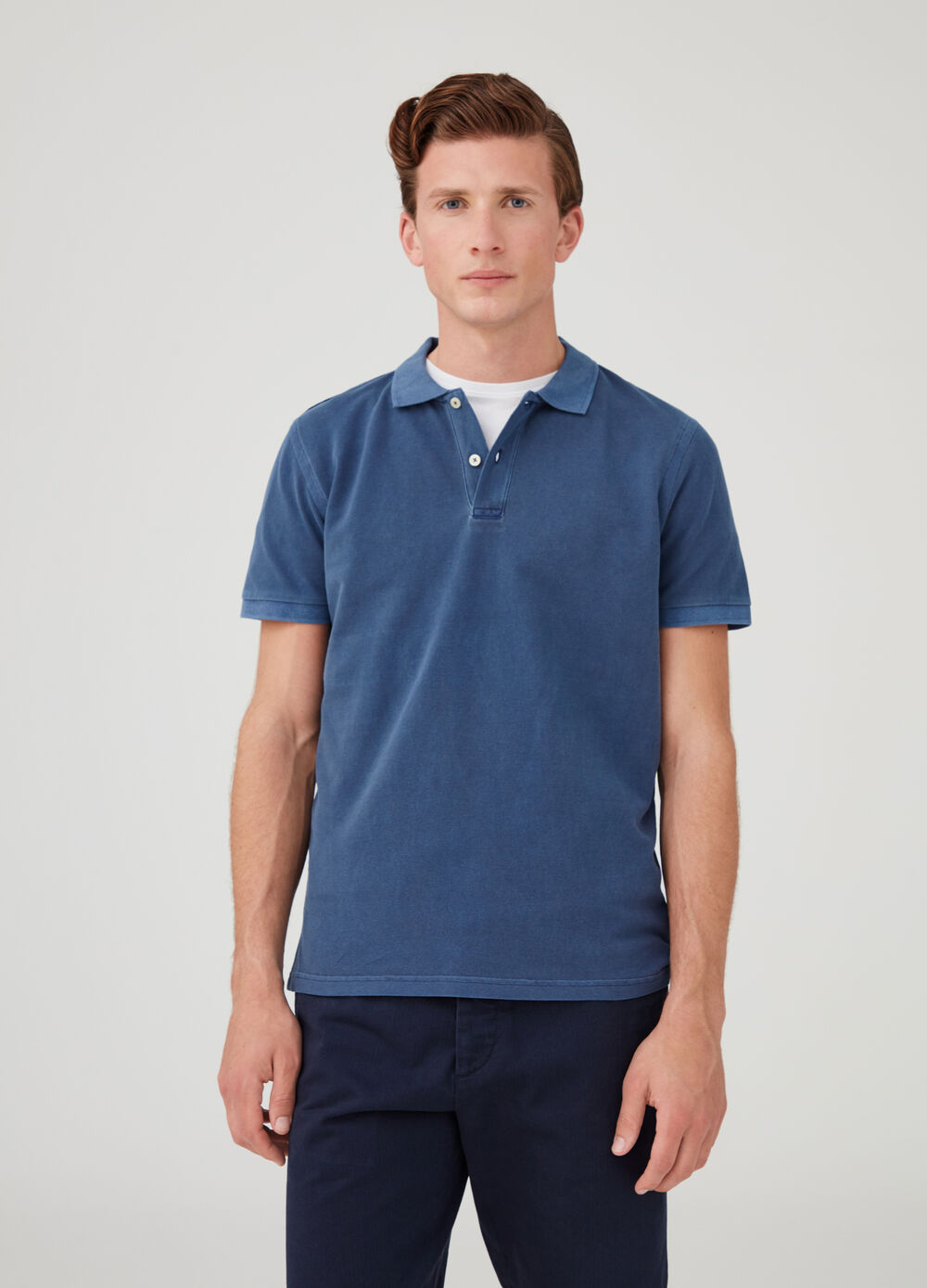 Solid colour garment-dyed polo shirt in cotton piquet
