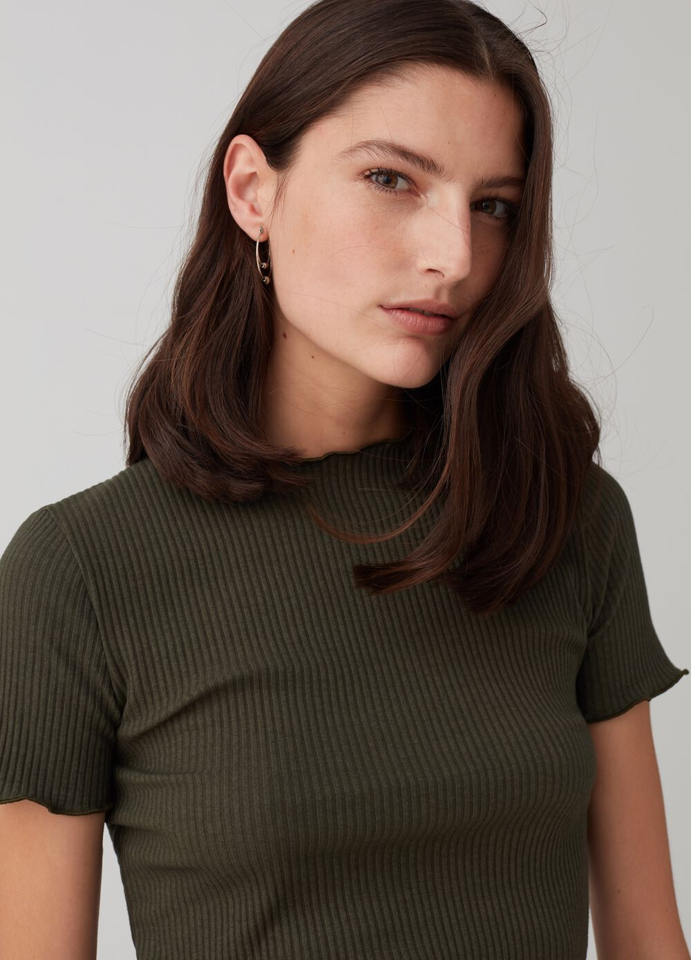 Ribbed T-shirt with wavy edging