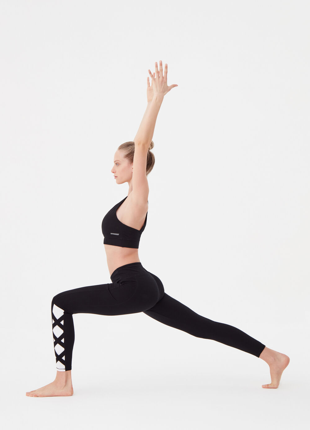 Leggings with inserts and knotted laces