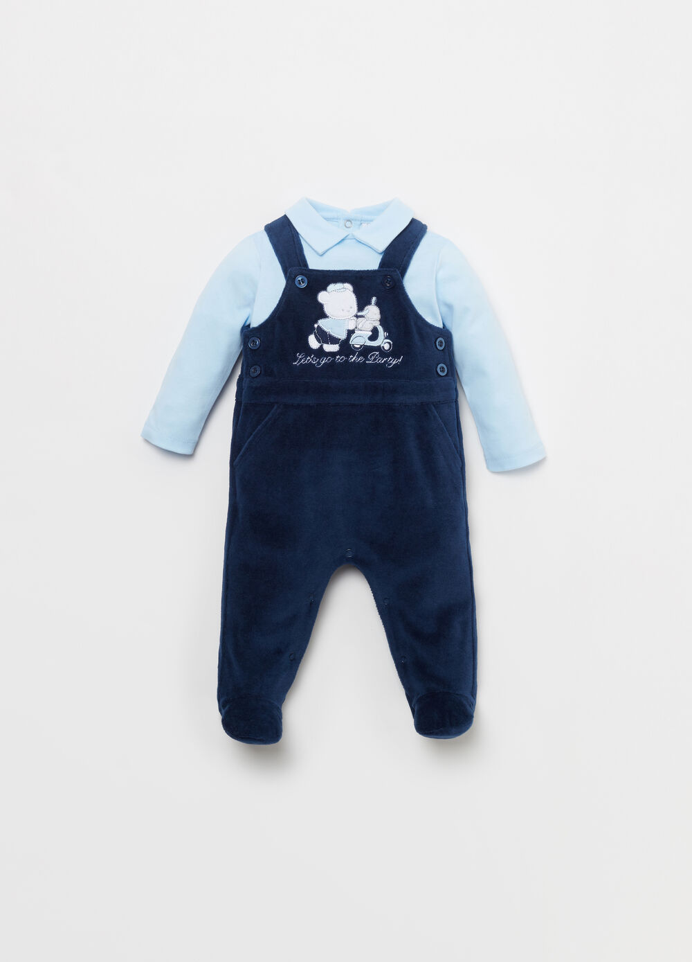 T-shirt and dungarees outfit with patch