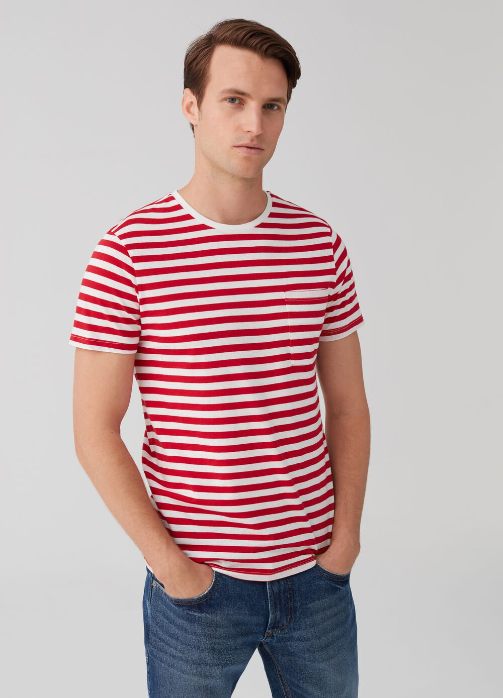 T-shirt with round neck and striped pattern