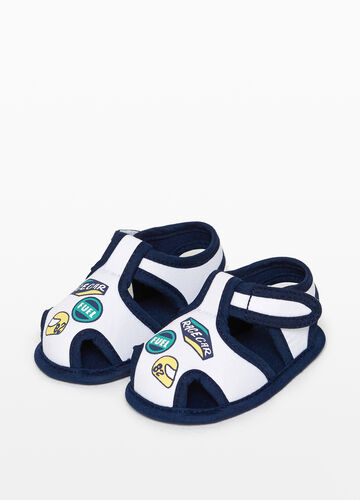 Sandals with trim and print