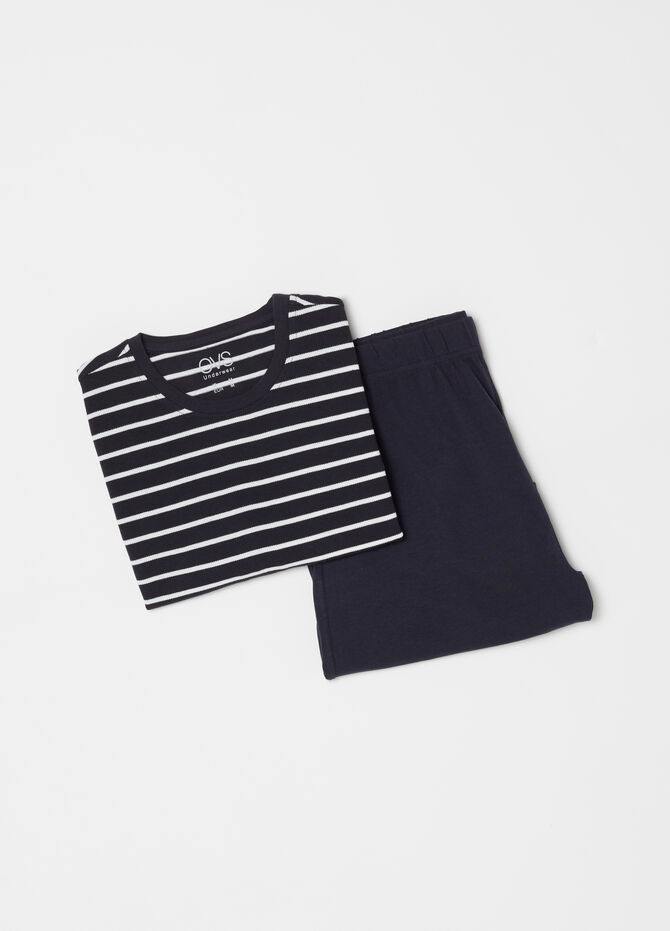 Short pyjamas with T-shirt and striped shorts
