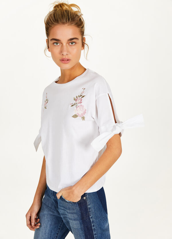 T-shirt with ties and floral embroidery