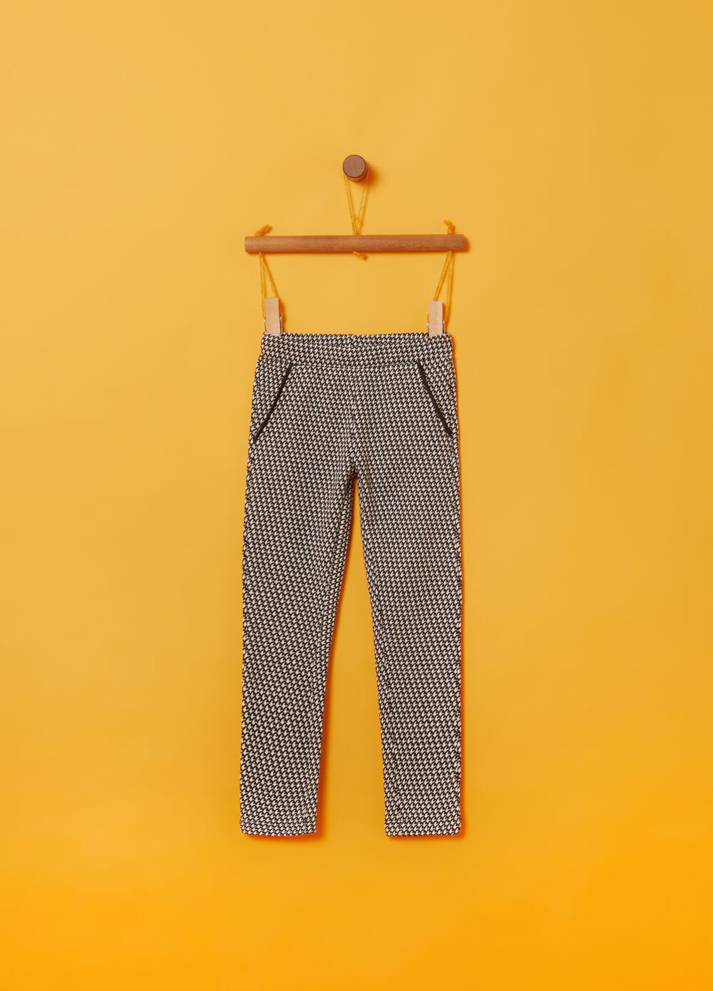 Stretch leggings with hounds' tooth pattern