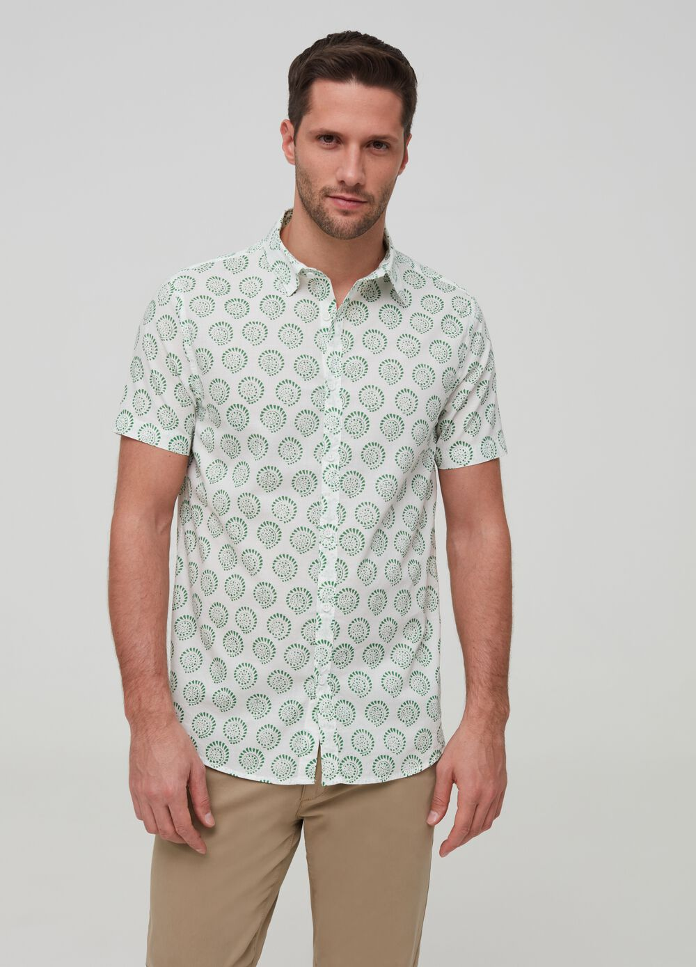 Short-sleeved shirt with optical pattern