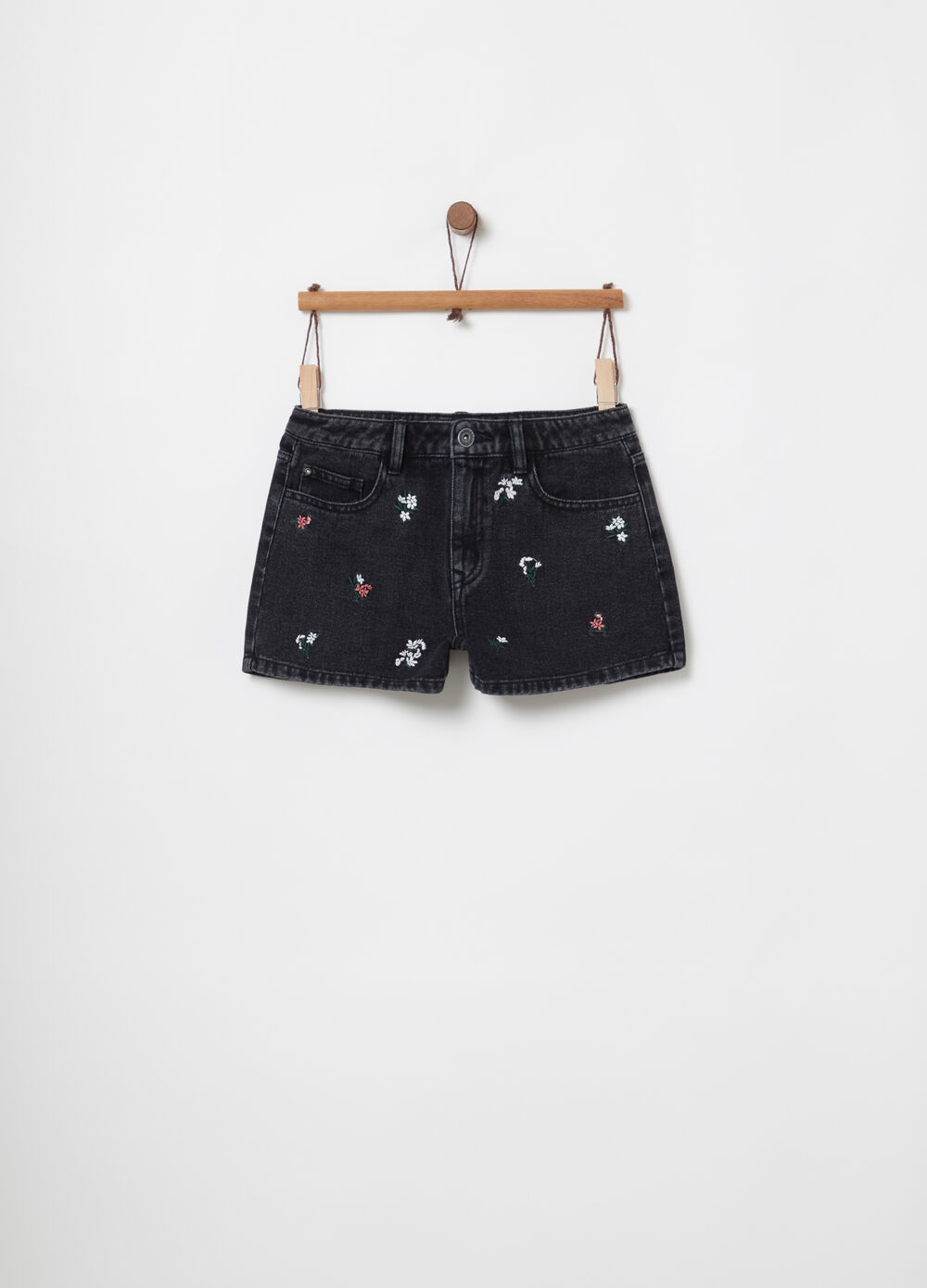 Shorts in denim con ricami floreali