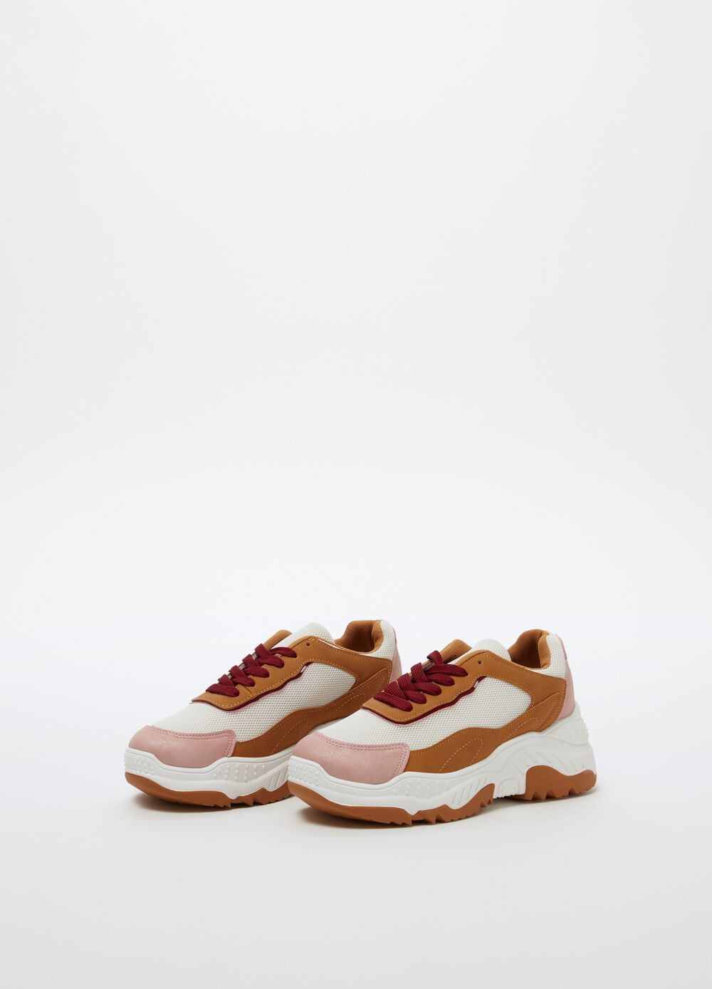 Chunky sneakers with thick sole and laces