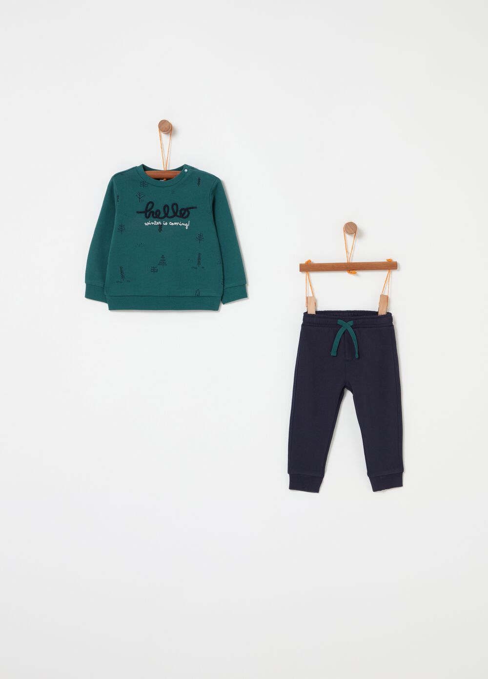 Sweatshirt and trousers jogging set with embroidery