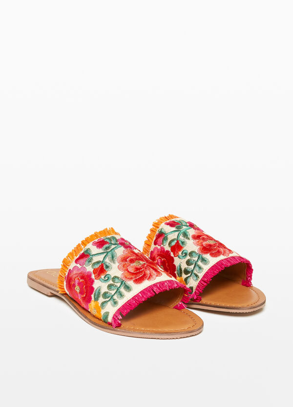 Floral sandals with fringing