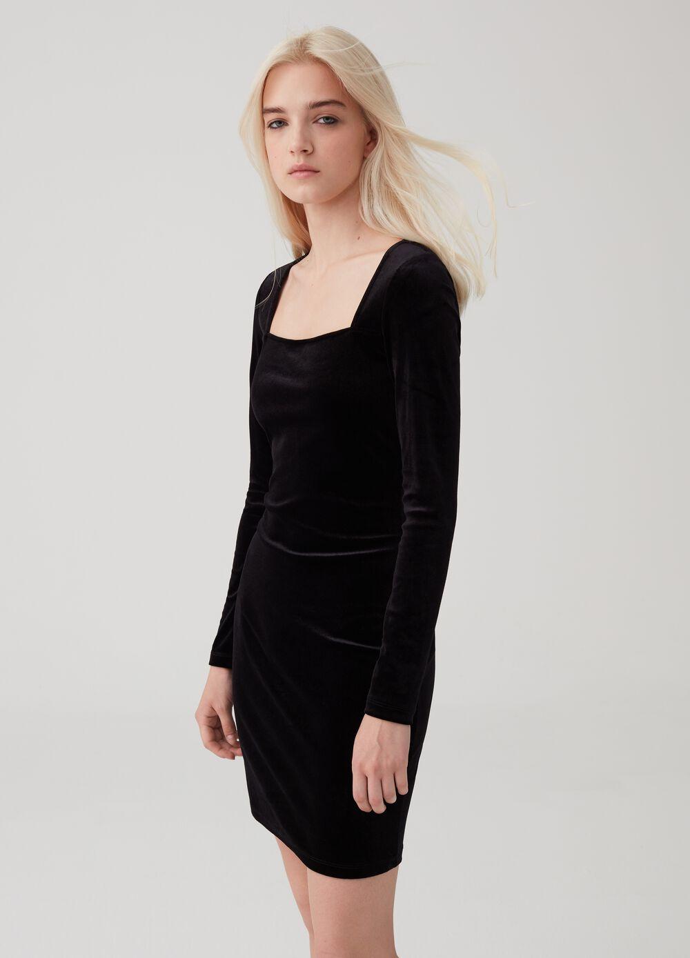 Stretch velvet dress with long sleeves