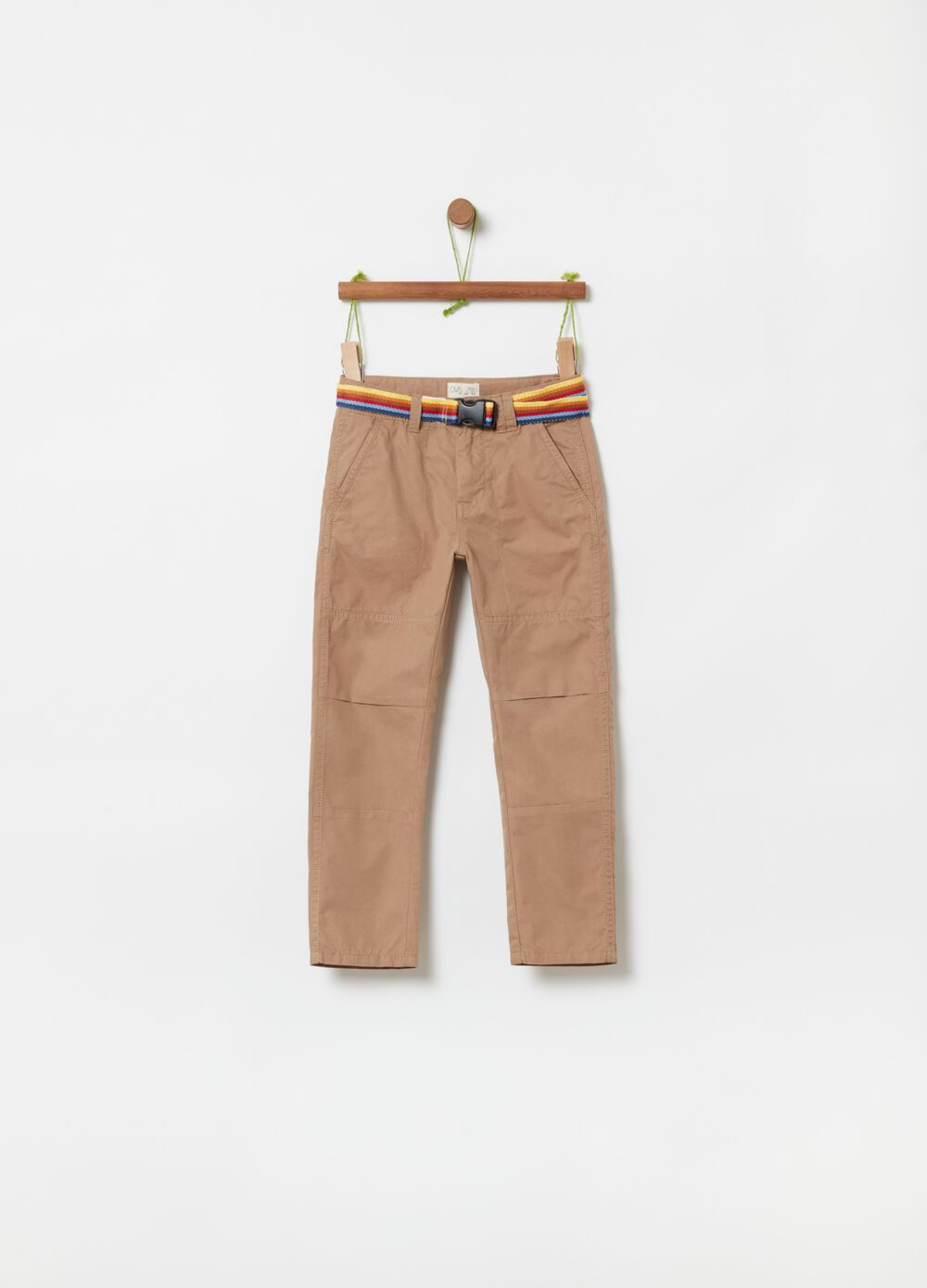 Trousers with pockets and belt
