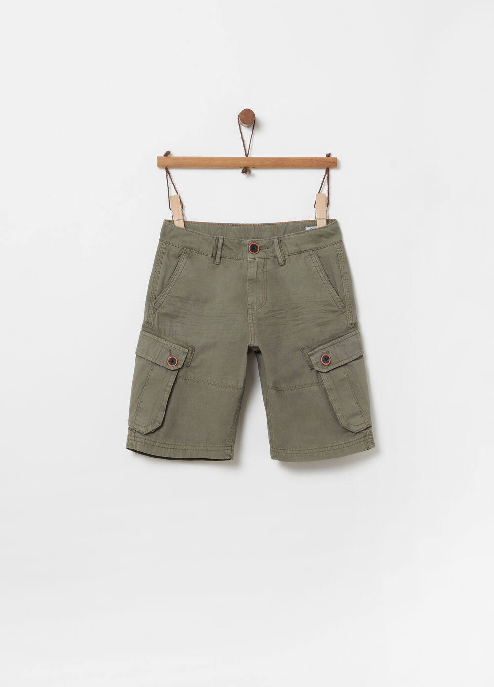 Cargo shorts with large pocket and button