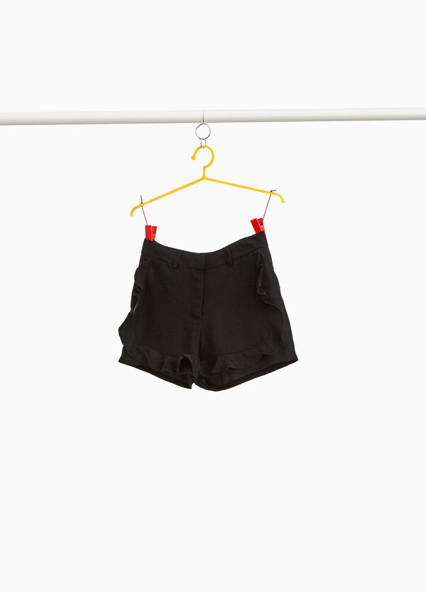 Solid colour shorts with flounce