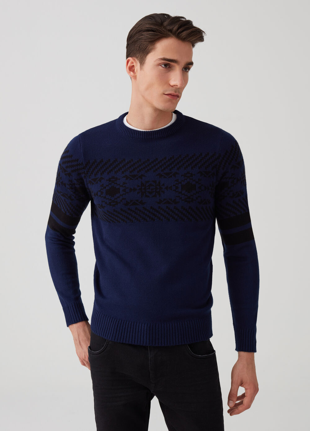 Knit pullover with jacquard embroidery