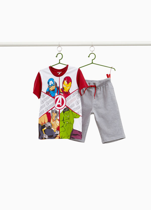 Avengers T-shirt and Bermuda shorts outfit