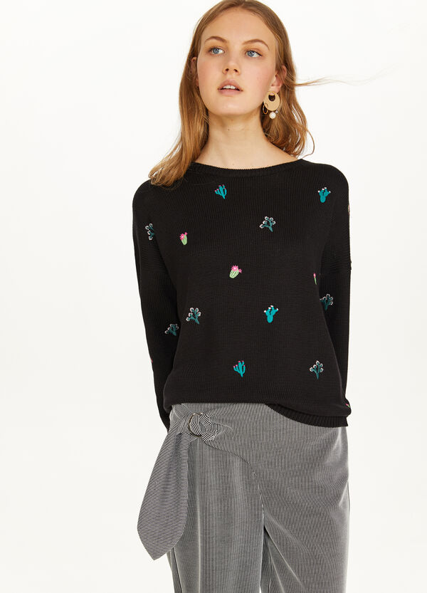 Cotton blend pullover with embroidery